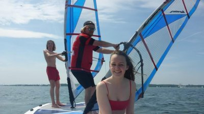 Lerne das Windsurfen bei uns in Laboe bei Kiel!